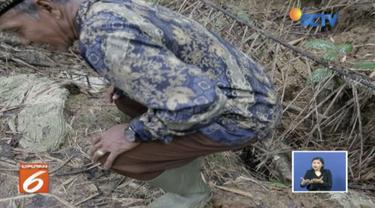 Seorang wanita di Serang, Banten, bentuk arisan jamban untuk hilangkan kebiasaan turun temurun  warga yang buang air besar sembarangan.