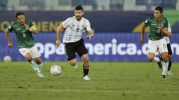 Argentina yang dihuni para pemain bintang tampil menyerang sejak menit awal. Mereka langsung memperoleh peluang ketika laga baru berjalan empat menit melalui kerja sama Alejandro Gomez Sergio Aguero. (AP/Bruna Prado)