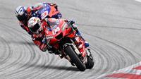 Pembalap Ducati, Andrea Dovizio berhasil meraih kemenangan pada MotoGP Austria 2020 setelah finis terdepan. (AFP/Joe Klamar)