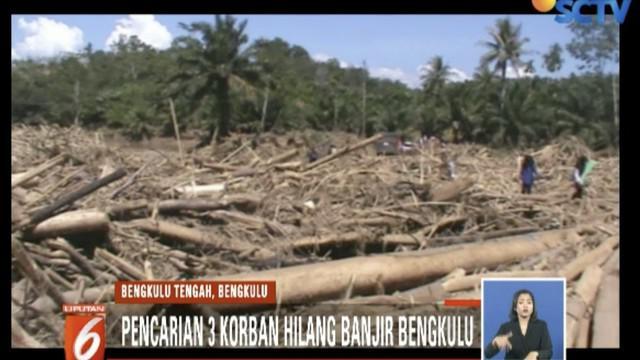 BPDB dan TNI bersama warga mencari tiga korban banjir dan tanah longsor di BengkuluTengah.
