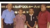 Elki Natonis (19) dan adiknya Bai Natonis, warga Kampung Alor kelurahan Kota Baru kecamatan Kota SoE Timor Tengah Selatan (TTS) Nusa Tenggara Timur (NTT), ditangkap tim buser Polres TTS, Sabtu (19/5/2018).