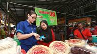 Presiden RI Joko Widodo menyampaikan bahwa Otoritas Jasa Keuangan (OJK) memberikan kelonggaran atau relaksasi kredit usaha Usaha Mikro dan Kecil.