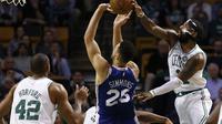Kyrie Irving memblok tembakan Ben Simmons (AP)
