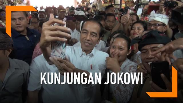 Dalam kunjungannya ke Bali Presiden Jokowi memantau persediaan dan harga sembako di pasar Badung Baii. Jokowi juga menyempatkan diri belanja buah untuk keperluan berbuka puasa.