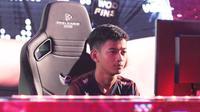 Aksi jagoan PES nomor individu asal Indonesia, Rizky Faidan, pada PES League 2019 World Finals.  (FOTO / Liga1PES)