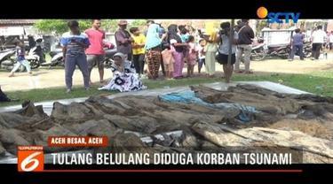 Warga Aceh Besar geger dengan ditemukannya puluhan kantong berisi tulang belulang manusia yang diduga korban tsunami 2004 lalu.