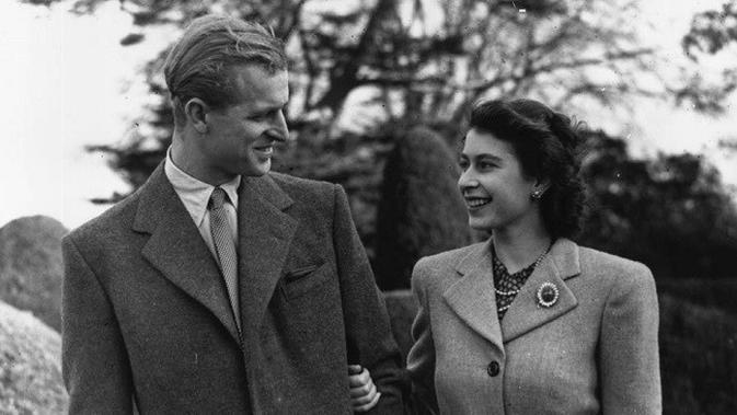Foto Romantis Ratu Elizabeth dan Pangeran Philip di Tahun 1947 (Foto: Express.co.uk)
