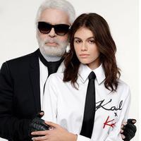 Dua sosok penting dalam industri fashion melansir koleksi kapsul. Simak bagaimana uniknya kreasi Kaia Gerber bersama Karl Lagerfeld berikut ini. (Foto: KarlLegerfeld/Instagram)