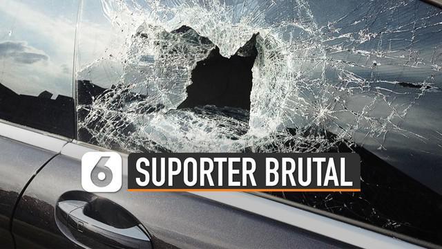 Kakak perempuan kiper Persib menjadi korban kebrutalan oknum Bobotoh yang menyasar kendaraan berplat B (Jakarta) di Bandung.