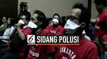 Sidang perdana polusi udara Jakarta hari ini mulai digelar di Pengadilan Negeri Jakarta Pusat. Selain Presiden, Menteri Lingkungan Hidup, Menteri Kesehatan, serta 3 Gubernur menjadi tergugat.