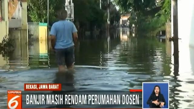 Meski mulai surut, banjir masih mengganggu aktivitas warga. Beberapa warga terpaksa tidak masuk kerja karena akses jalan utama tidak dapat dilalui.