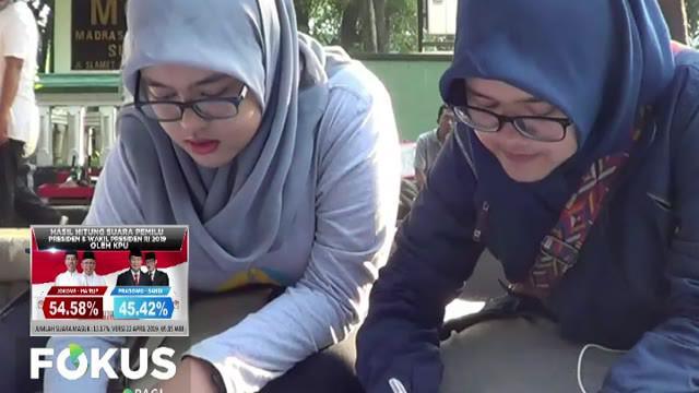 Kegiatan menulis surat untuk Ibu Negara dalam peringatan Hari Kartini ini sengaja dilakukan para mahasiswa untuk meniru kegemaran Ibu Kartini menulis surat.