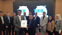 Sertifikasi Tier IV Construction Facilities yang diterima Telkom Sigma dari Uptime Institute. (Liputan6.com/ Agustinus Mario Damar)