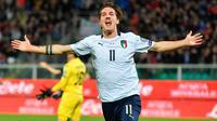 Gelandang timnas Italia, Nicolo Zaniolo merayakan gol kedua untuk timnya yang dicetak ke gawang Armenia pada laga penyisihan Grup J Kualifikasi Piala Eropa 2020 di Stadion Renzo Barbera, Palermo, Senin (18/11/2019). Timnas Italia berpesta gol dengan skor telak 9-1. (ANSA via AP)
