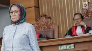 Terdakwa kasus dugaan penyebaran berita bohong atau hoaks, Ratna Sarumpaet menjalani sidang lanjutan di Pengadilan Negeri Jakarta Selatan, Selasa (14/5/2019). Sidang tersebut dengan agenda pemeriksaan terhadap dirinya. (Liputan6.com/Faizal Fanani)