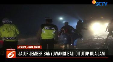 Selama pembersihan yang berlangsung dua jam ini ratusan kendaraan terjebak kemacetan sepanjang tiga kilometer di kedua arah.