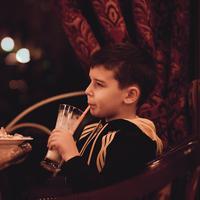 Jangan salah paham lagi, sebenarnya ini kegunaan susu kental manis. Yang pasti bukan untuk anak-anak. (Ilustrasi: Pexels.com)