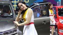 Model berpose saat pameran Gaikindo Indonesia International Auto Show (GIIAS) 2019 di ICE BSD, Tangerang, Sabtu (20/7/2019). Salah satu hal yang sulit terpisahkan dari perhelatan otomotif, adalah kehadiran para SPG atau model yang bersanding di samping mobil. (Liputan6.com/Angga Yuniar)