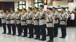 Sejumlah perwira tinggi Polri saat mengikuti sertijab di Jakarta, Kamis (24/1). Para perwira tinggi yang mengikuti sertijab membacakan sumpah jabatan. (Merdeka.com/Imam Buhori)