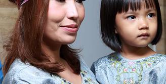 Aktris sekaligus presenter Ayu Dewi baru saja usai menjalani liburan bersama keluarganya ke negri Eropa. (Adrian Putra/Bintang.com)
