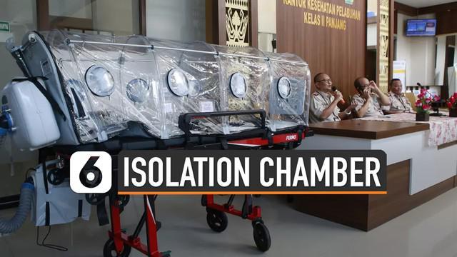 Isolation Chamber atau tabung isolasi berfungsi sebagai alat mengangkut penumpang yang diduga terpapar Virus Corona ke rumah sakit rujukan. Hal tersebut untuk menghindari resiko virus menyebar selama penanganan dan pengangkutan pasien.