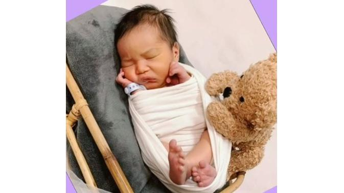 6 Potret Rasheed Ravindra Radinal, Bayi Nabila Syakieb yang Imut dan Tampan (sumber: Instagram.com/halokuindo)