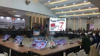 KPU melangsungkan rapat pleno hasil Pemilu 2019 di luar negeri.  (Liputan6.com/ Muhammad Radityo Priyasmoro)