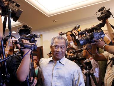 Mantan Wakil PM, Muhyiddin Yassin tiba di ruang konferensi pers, Kuala Lumpur , Malaysia, Rabu, (29/7/2015).  Perdana Menteri Malaysia Najib Razak memecat wakilnya, Muhyiddin Yassin dalam perombakan kabinet pada 28 Juli 2015. (REUTERS/Olivia Harris)