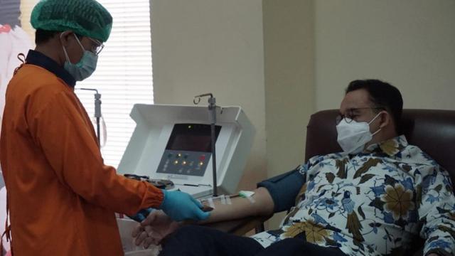 Cerita Anies Baswedan Ikut Donor Plasma Konvalesen untuk Pasien COVID-19