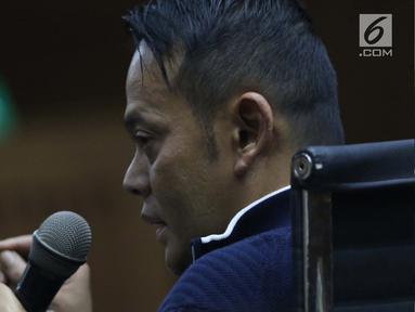 Terpidana kasus suap pejabat Bakamla, Fahmi Darmawansyah saat menjadi saksi pada sidang lanjutan dugaan suap terkait penambahan anggaran pengadaan satelit monitoring dan drone Bakamla dengan terdakwa Erwin Syaaf Arief, Pengadilan Tipikor, Jakarta, Senin (5/8/2019). (Liputan6.com/Helmi Fithriansyah)