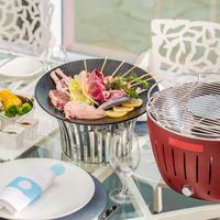 Meriahkan acara makan siang atau makan malam bersama keluarga dengan menu BBQ tanpa asap yang lezat di  di Bleu8 Hotel Mulia Jakarta.