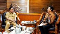 Menteri Dalam Negeri Tito Karnavian menerima audiensi Kepala BKKBN Hasto Wardoyo di Gedung A Kantor Kementerian Dalam Negeri Jalan Merdeka Utara, Jakarta, Selasa (21/1/2020). (Dok Badan Kependudukan dan Keluarga Berencana Nasional/BKKBN)