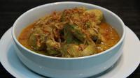 Pasangan yang paling pas dengan ketupat saat Hari Raya Lebaran Idul Fitri adalah opor ayam. Empuknya daging ayam yang menyatu dengan gurihnya kuah santan membuat masakan ini sangat cocok dipadukan dengan ketupat yang legit. (Istimewa)