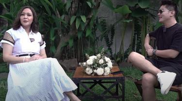 Boy William saat mengobrol dengan Maia Estianty. (Foto: YouTube Maia AlElDulTV)