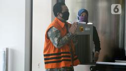 Terdakwa Miftahul Ulum tiba untuk menjalani sidang tuntutan secara online di Gedung KPK, Jakarta, Kamis (4/6/2020). Asisten pribadi mantan Menteri Pemuda dan Olahraga (Menpora) Imam Nahrawi itu akan menghadapi tuntutan kasus dugaan suap dana hibah KONI. (merdeka.com/Dwi Narwoko)