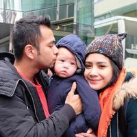 Tingkah laku Rafathar yang kerap eksis ketika selfie bersama sang ayah. (viainstagram@raffinagita1717/Bintang.com)