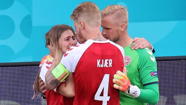 Raut Kecemasan Kekasih, Fans Hingga Rekan Setim saat Christian Eriksen Kolaps
