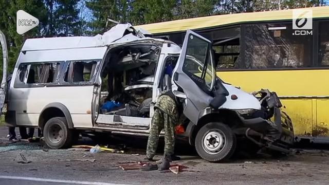 Sebanyak 13 orang tewas di Rusia setelah dua bus bertabrakan pada jalan tol dekat Moskow.