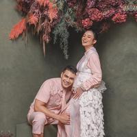 Asmirandah dan Jonas Rivano menjalani maternity photoshoot (Instagram @riomotret)