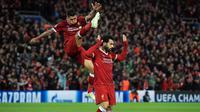 Pemain Liverpool, Mohamed Salah usai mencetak gol ke gawang AS Roma pada leg pertama semifinal Liga Champions di Stadion Anfield, Liverpool, Inggris, Selasa (24/4). Salah mencetak dua gol dalam pertandingan tersebut. (Peter Byrne/PA via AP)