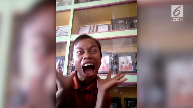 Seorang pria membuat parodi lagu Chandelier by Sia. Videonya viral di media sosial lantaran reaksinya yang bikin ngakak.