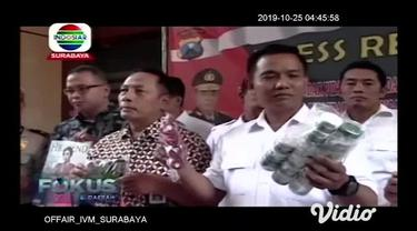 Meski sering dilakukan razia, namun peredaran kosmetik ilegal di Jawa Timur masih marak terjadi. Anggota Subdit l Krimsus Polda Jatim, membongkar peredaran kosmetik yang tidak memiliki ijin edar.