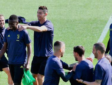 Melihat Latihan Pemain Juventus dan Ajax Jelang Bertanding