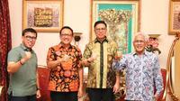 Mulyadi saat bertemu mantan Ketua DPD Irman Gusman. (Foto: Istimewa).