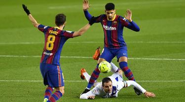 Foto Liga Spanyol: Tanpa Messi, Barcelona Ditahan Eibar 1-1