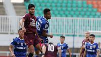 Bek PSM Makassar, Abdul Rahman, beraksi dalam laga versus Becamex Binh Duong di Stadion Pakansari, Cibinong, Rabu (26/6/2019). (Bola.com/Muhammad Iqbal Ichsan)