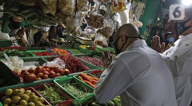 FOTO: Menteri Teten Tinjau Restrukturisasi Pinjaman di Pasar Kranggan