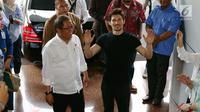 Menkominfo Rudiantara menerima kunjungan pendiri sekaligus CEO Telegram, Pavel Durov setibanya di kantor Kemenkominfo, Jakarta, Selasa (1/8). Pertemuan Menkominfo dengan Durov untuk menindaklanjuti pemblokiran Telegram. (Liputan6.com/Angga Yuniar)