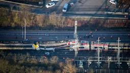 Kondisi kereta api yang mengalami kecelakaan di di Luxembourg bagian selatan, Selasa (14/1). Kereta barang dan kereta penumpang bertabrakan yang menyebabkan satu orang tewas. (Luxembourg Police Grand Ducale via AP)