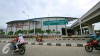 Pemandangan dari luar gedung terminal terpadu Pulo Gebang, Jakarta, Selasa (27/12). Perbaikan fasilitas di Terminal Pulogebang, Jakarta Timur hingga kini sudah mencapai 90 persen. (Liputan6.com/Angga Yuniar)